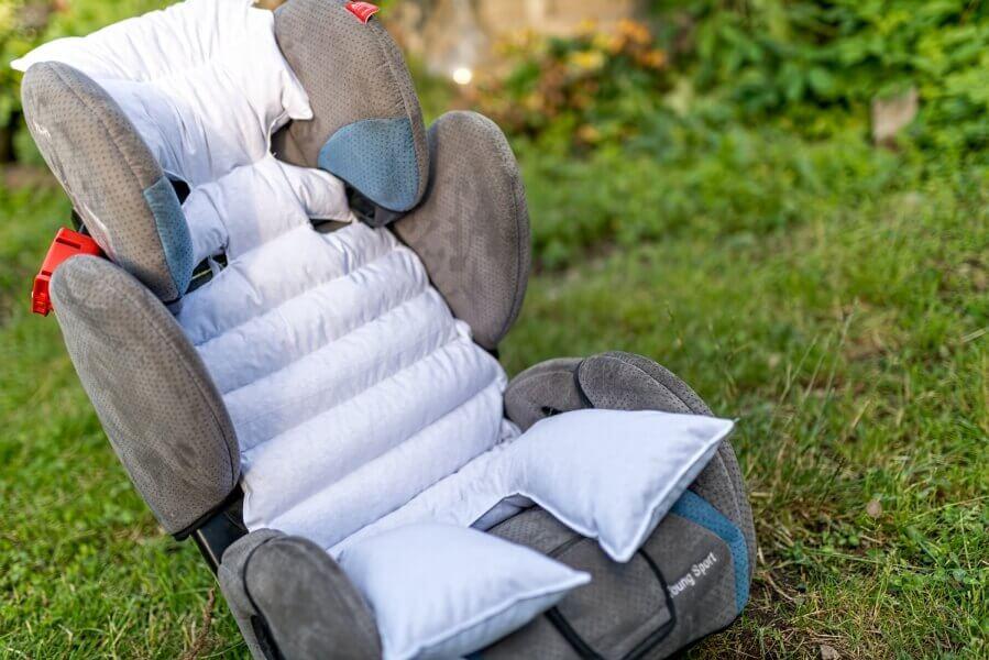 Podloga za otroka za v avtosedež, voziček ali lupinico polnjena s pirinimi luščinami.